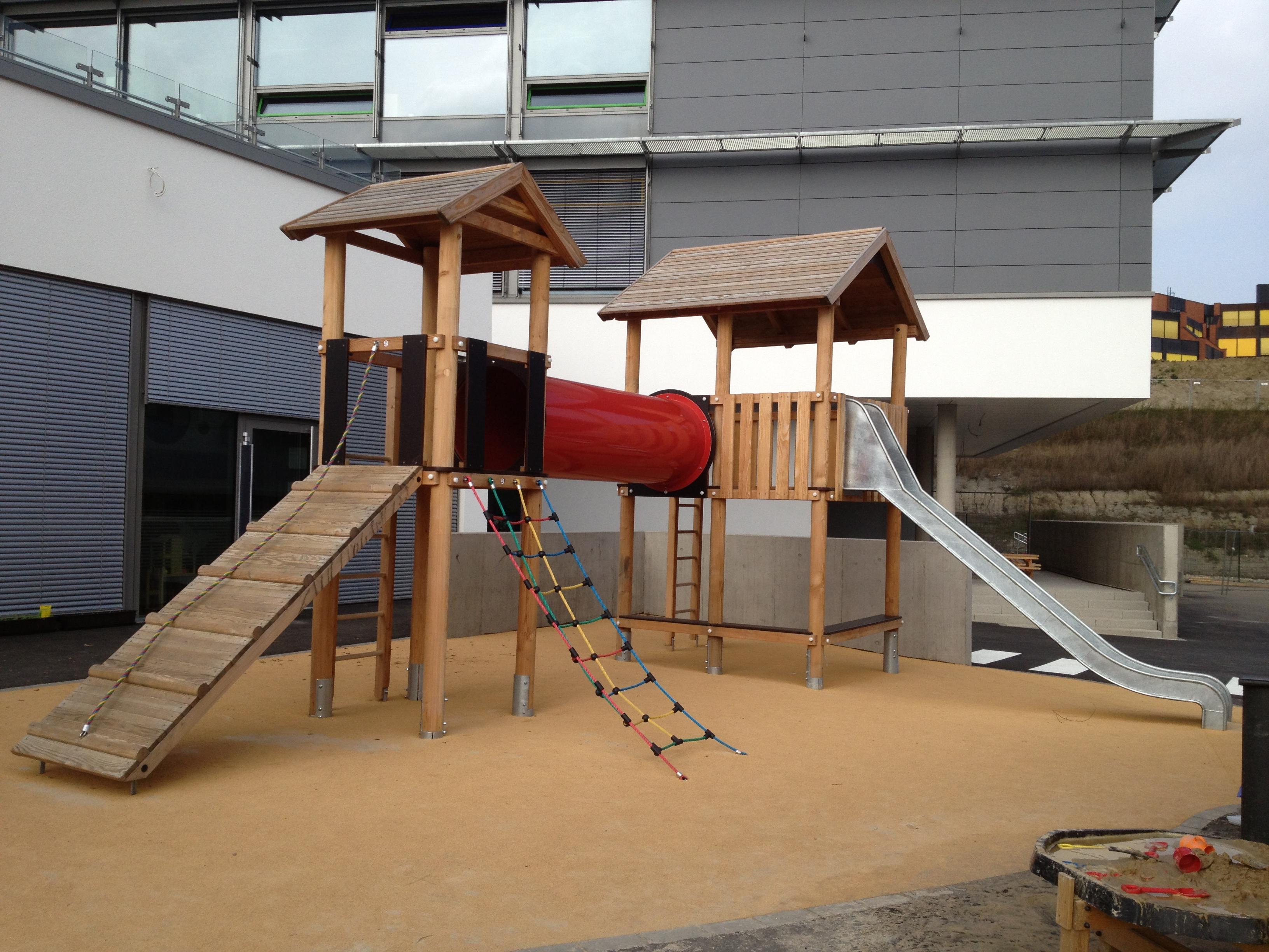 structure-enfant-bois-métal